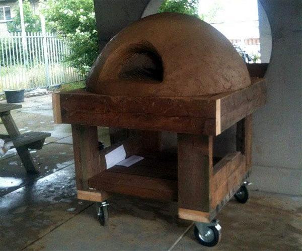 De pizzaoven staat te drogen.